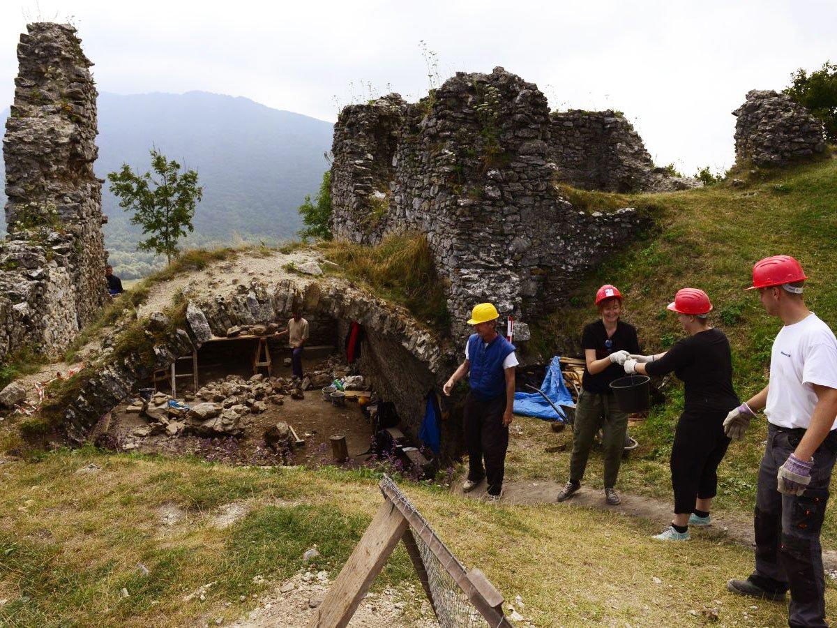 Un castello per amico: volontariato fra i manieri gotici della Boemia